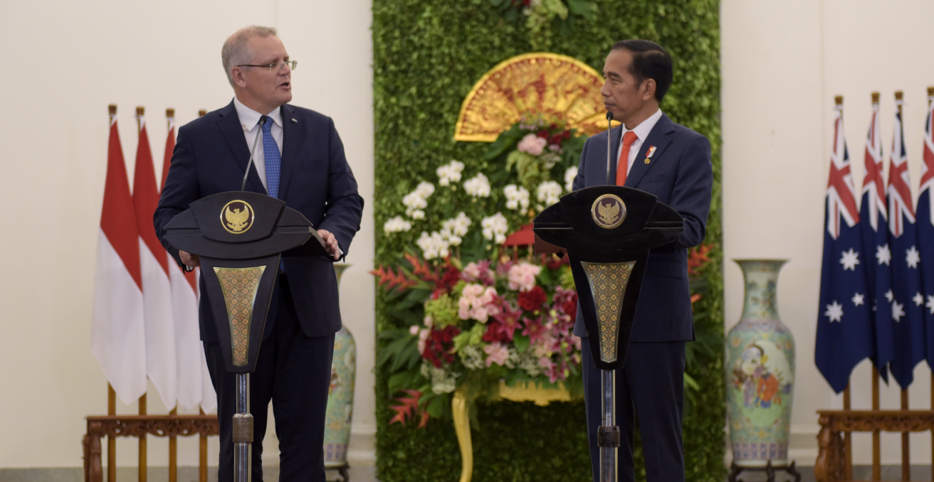 Australian Prime Minister Scott Morrison speaks with Indonesian President Joko Widodo in Jakarta. Photo credit: DFAT | Timothy Tobing. Source: https://bit.ly/2UJ0z5p