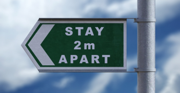 Sign directing people to stay 2m apart to prevent the spread of coronavirus.  Source: Pixabay https://bit.ly/33X3EBk
