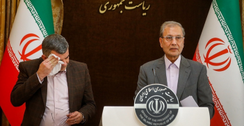 Spokesperson of the Government Ali Rabiei and Deputy Health Minister Iraj Harirchi at a press conference. Hours after the conference, it was announced that Harirchi himself tested positive for the virus. Source: Mehdi Bolourian https://bit.ly/3a2h6WF