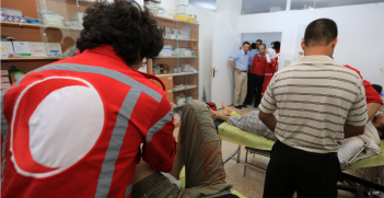 ICRC president Peter Maurer visits patients at a Red Crescent medical point in Mu'adhamiya, Rural Damascus, Syria. Source: ICRC / Ibrahim Malla https://bit.ly/2Wg54Fm