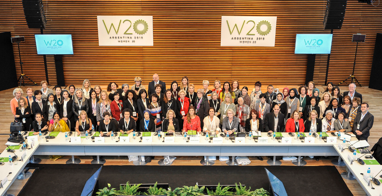 Group photo of participants in the 2018 W20 Summit in Argentina.  Source: G20 Argentina https://bit.ly/3aFfBh3