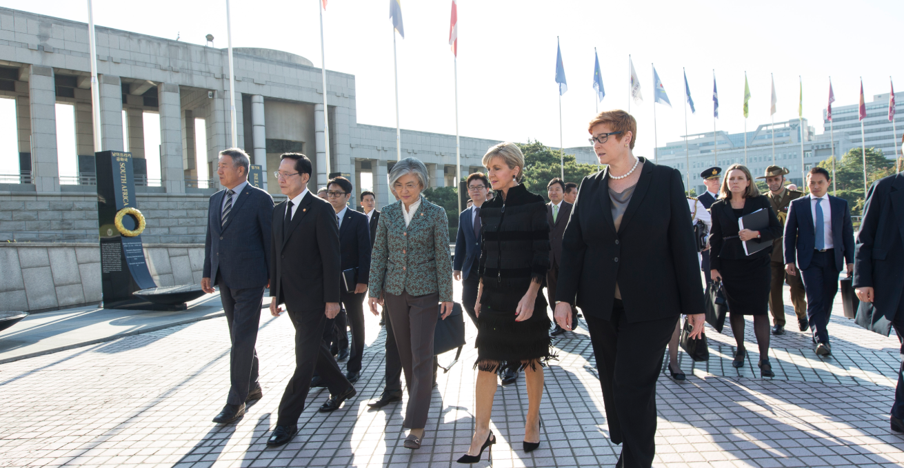 General Director of the War Memorial of Korea Lee Young-gye, ROK Defence Minister Song Young-moo, ROK Foreign Minister, Kang Kyung-wha, Foreign Minister Julie Bishop, Defence Minister Marise Payne walking into the War Memorial of Korea in 2017. Source: DFAT/Jeong Yeonho https://bit.ly/2TAkMcE