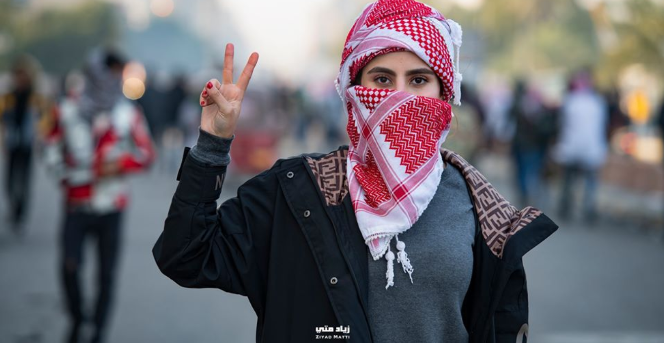 A young Iraqi woman wearing the Yshmagh during the Iraqi women's Pink and Purple Protest. Source: Ziyad Matti (with permission) https://bit.ly/3bMilKp