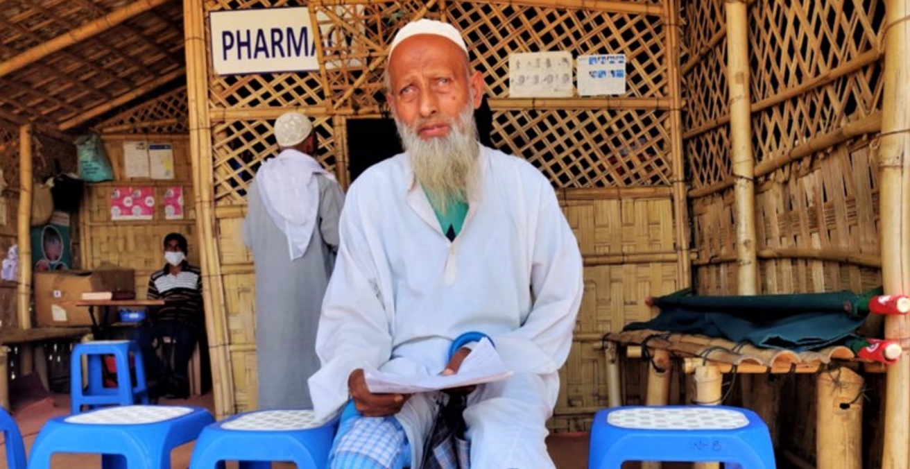 An elderly patient at the OBAT Helpers and Prantic Clinic in the Rohingya Camp. © Dayna Santana (used with permission)