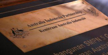 Plaque commemorating the Australia Indonesia Partnership. Source: Josh Estey https://bit.ly/3d8bP1C