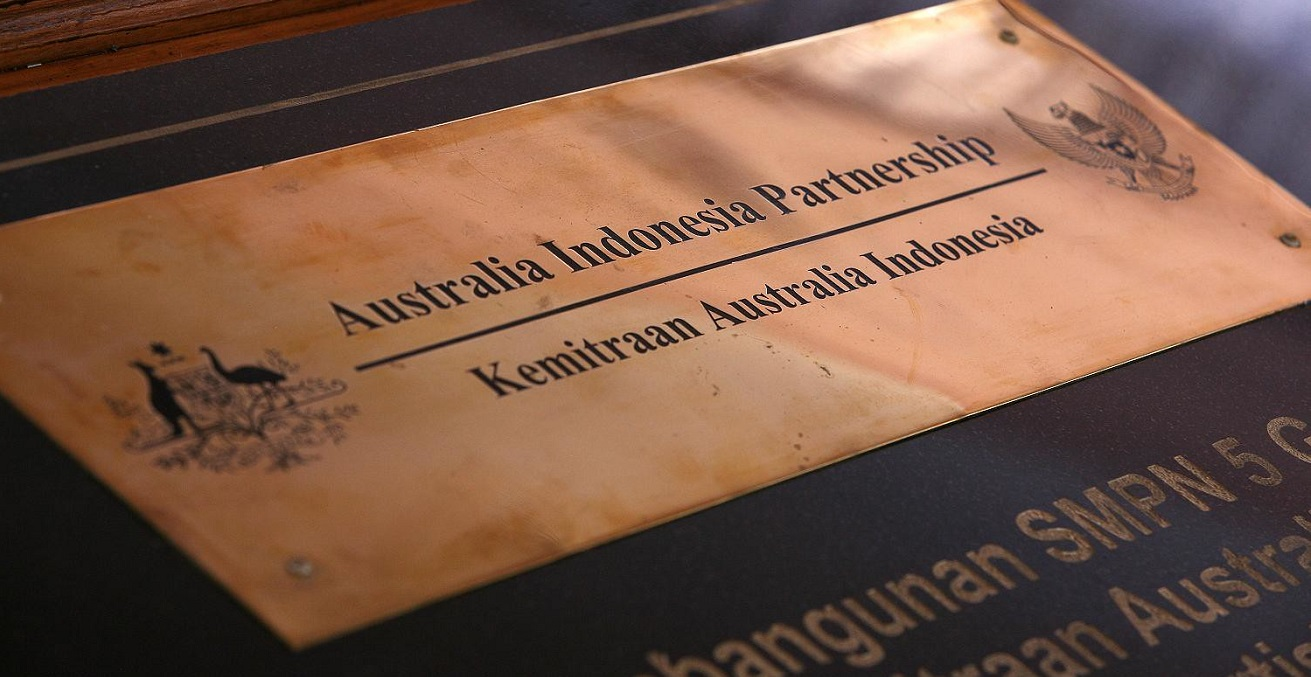 Plaque commemorating the Australia Indonesia Partnership. Source: Josh Estey https://bit.ly/3d8bP1C