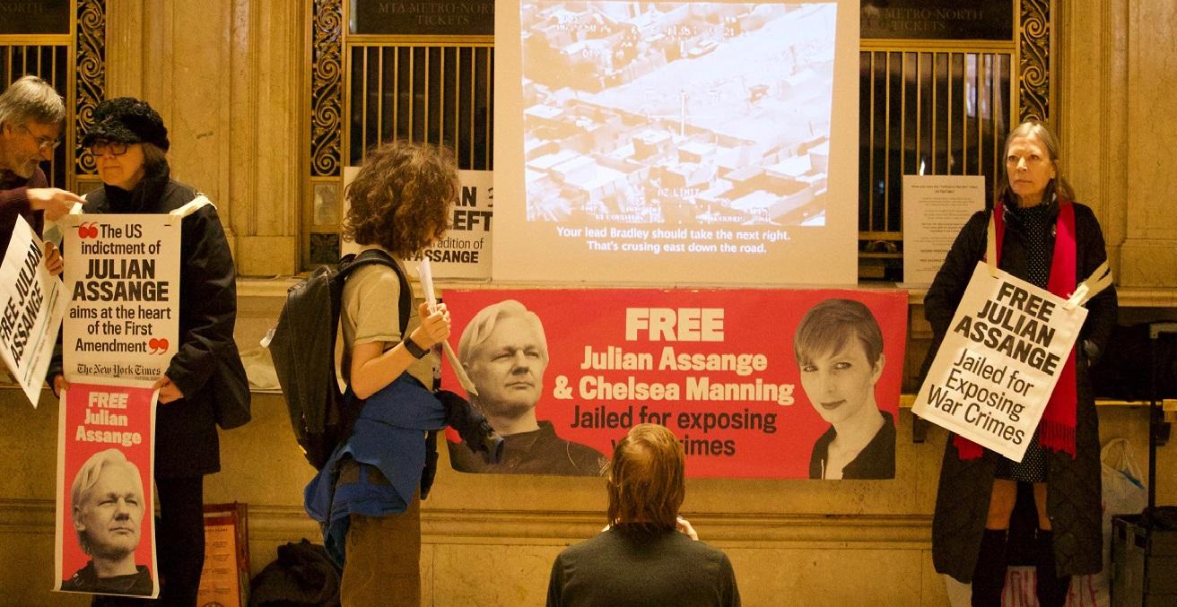A vigil held for Assange on Feb 6, 2020. Source: Pamela Drew https://bit.ly/331kpwV