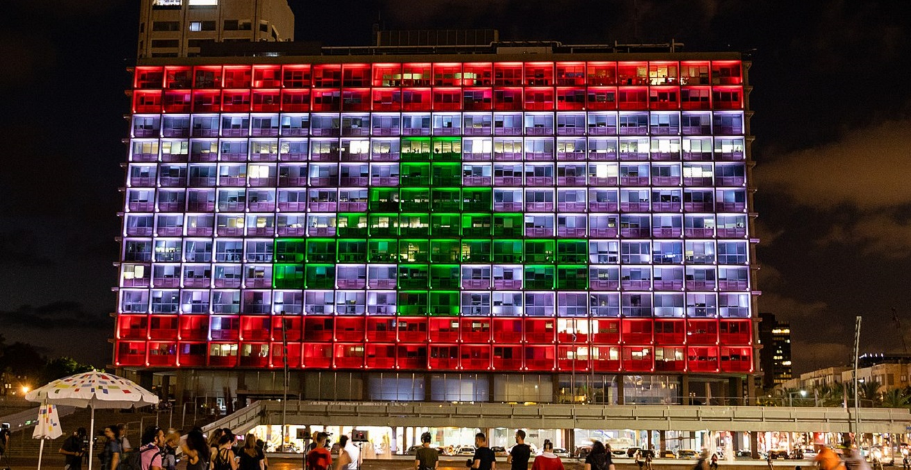 Tel Aviv City Hall in Israel illuminated with the Lebanese flag in solidarity with the people of Beirut Source: Oren Rozen, https://bit.ly/3jqrhJ9