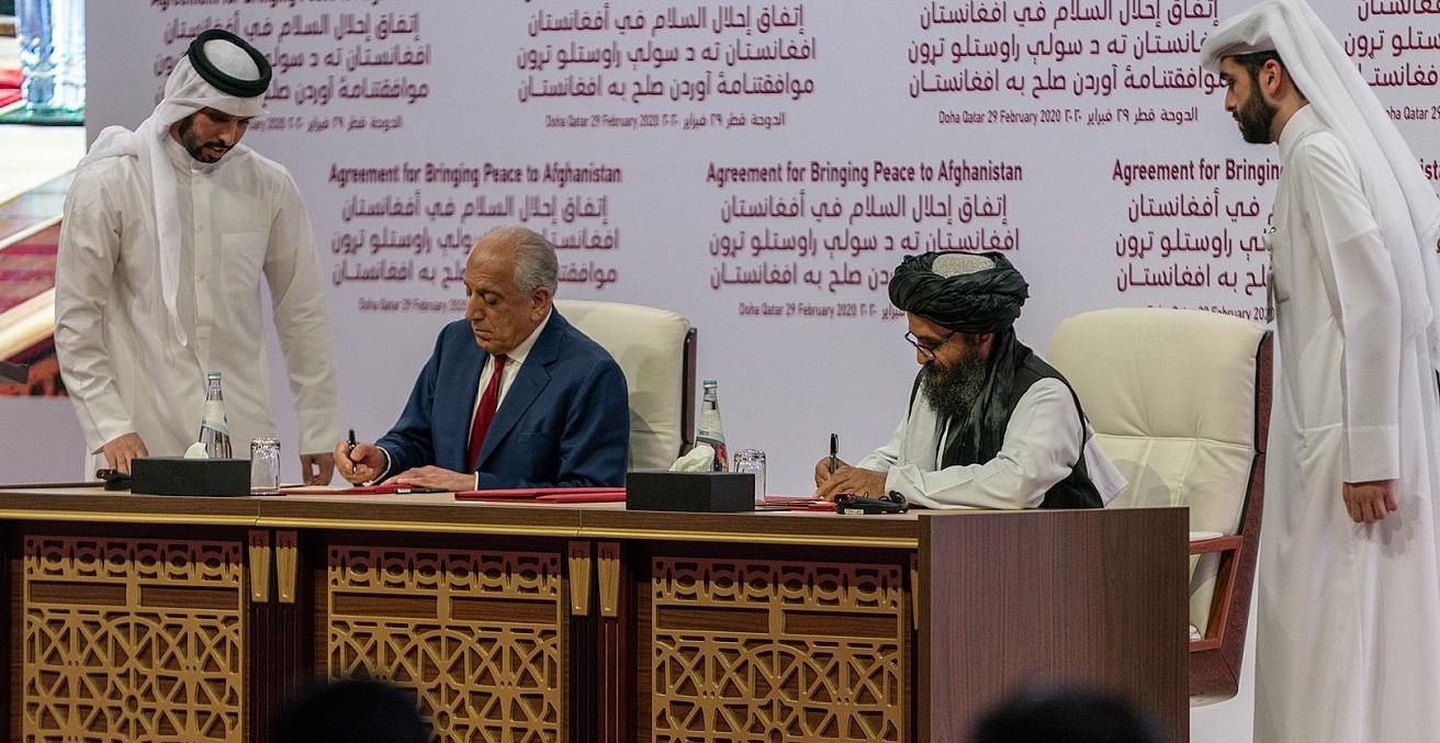 US representative Zalmay Khalilzad (left) and Taliban representative Abdul Ghani Baradar (right) sign the peace agreement in Doha, Qatar on February 29, 2020 Source: Nick-D, https://bit.ly/3knJHLb