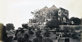 The now destroyed Babri Masjid mosque, Faizabad, India Source: https://bit.ly/3dnJEwq