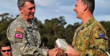 40th Infantry Division commander and Australian CFLCC commander exchange gifts. Source: Army National Guard/Staff Sgt. Emily Suhr https://bit.ly/3mYpgW7