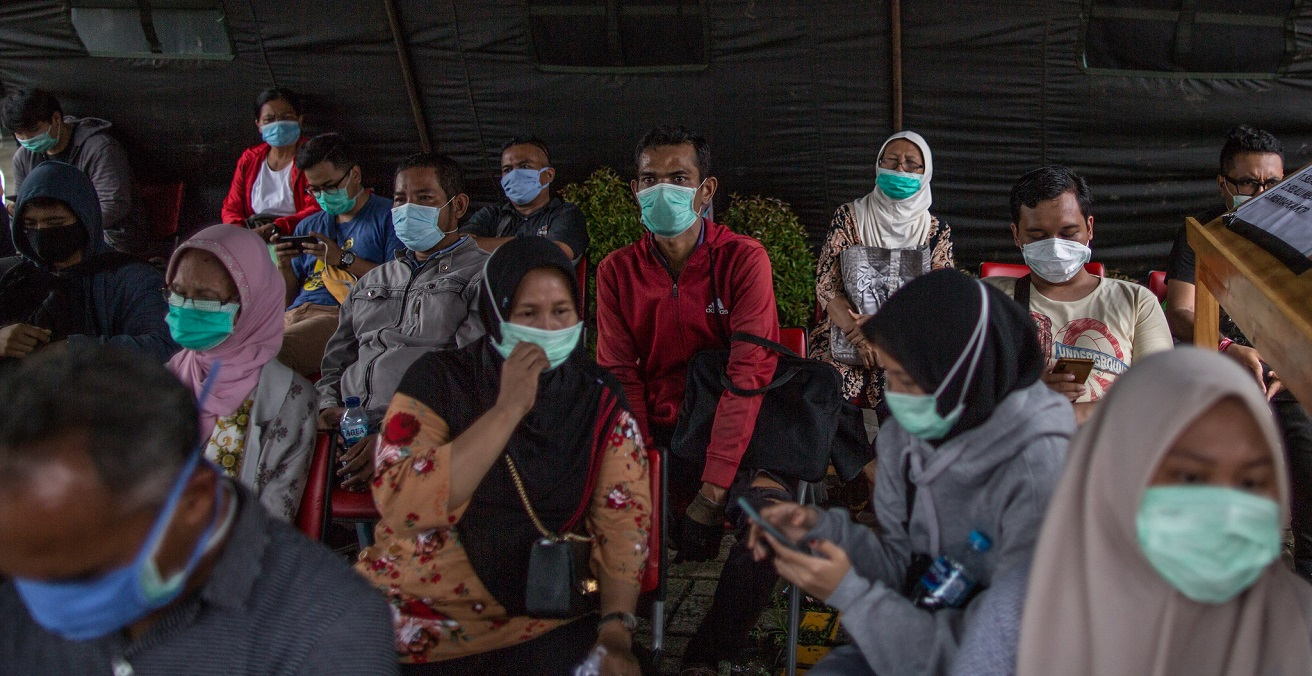 Hundreds of people take part in a mass test for the COVID-19 coronavirus at RSUD Pasar Minggu in Jakarta, Indonesia. Source: Asian Development Bank https://bit.ly/3oyXm45