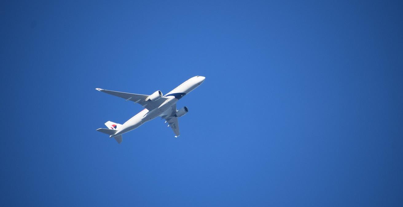 Dalston London Air Travel Aeroplane. Source: photographer695 https://bit.ly/3n0TWXd