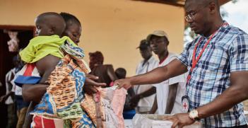 Distributing food rations at Kaga-Bandoro hospital in CAR. Source: ICRC