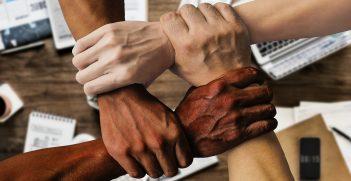 Hands working together. Source: Tumisu https://bit.ly/31VQuo0