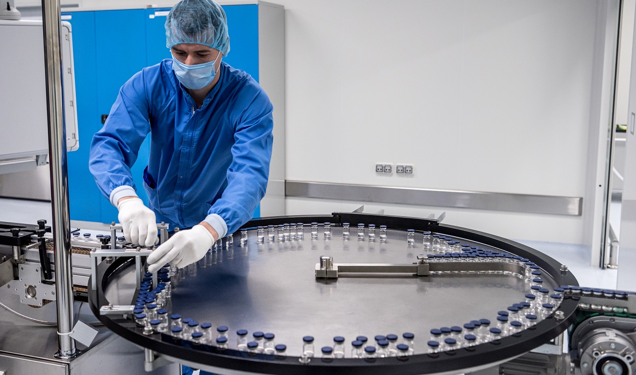 An employee oversees a Sputnik V vaccine production line. pharmaceutical company Biocad, in Saint Petersburg,  Russia. Sourced from IMF Photo/Sergey Ponomarev, https://bit.ly/3dJJYWQ