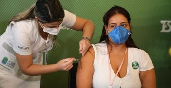 COVID-19 Vaccination Campaign In Brazil (2021) photographer Governo do Estado de São Paulo sourced from Wikimedia Commons https://bit.ly/360qzxk