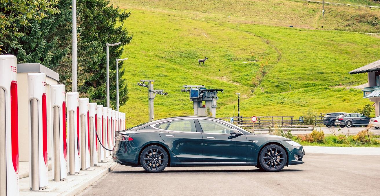 A Tesla Model S charging at the Supercharger station in Flachau, Salzburger, Austria. Source: Jakob Härter https://bit.ly/3xJnuhJ