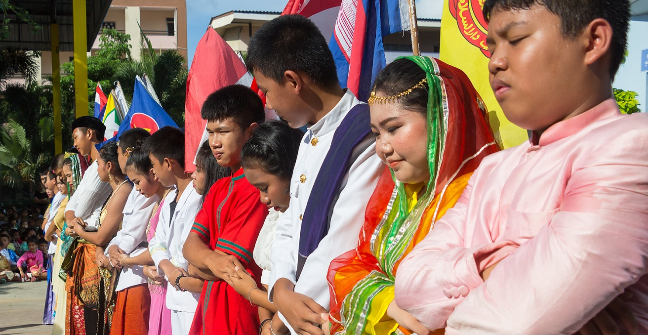 Students dress up with National ASEAN costume and shaking hands together for ASEAN Day in Chonburi high school on August 8,2017. Source: BeanRibbon/Shutterstock