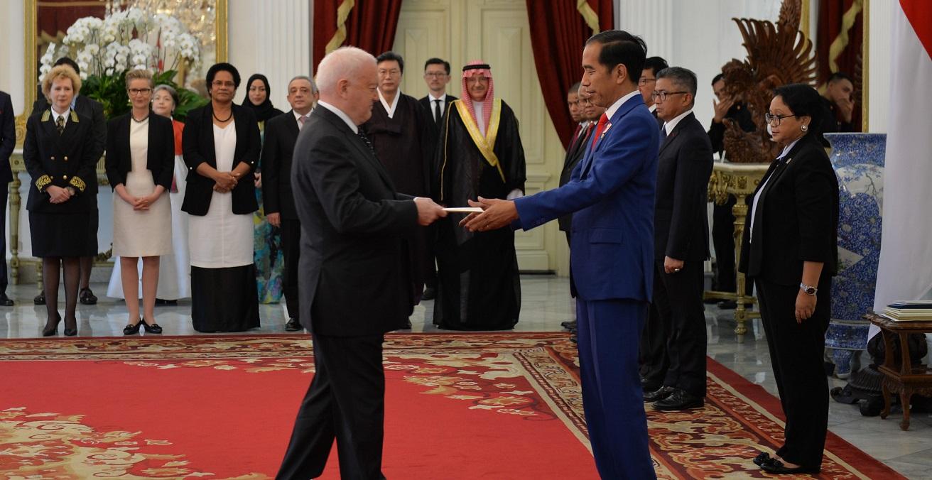 Gary Quinlan, Australian Ambassador to Indonesia, Submits Credentials to President Joko Widodo in 2018. Source: Australian Embassy Jakarta https://bit.ly/3DcrVER