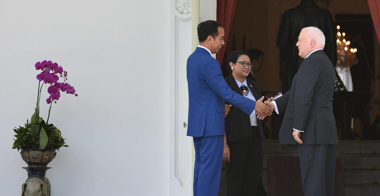 Australian Ambassador to Indonesia Gary Quinlan Submits Credentials to Joko Widodo. Source: Australian Embassy Jakarta https://bit.ly/3jASxrr
