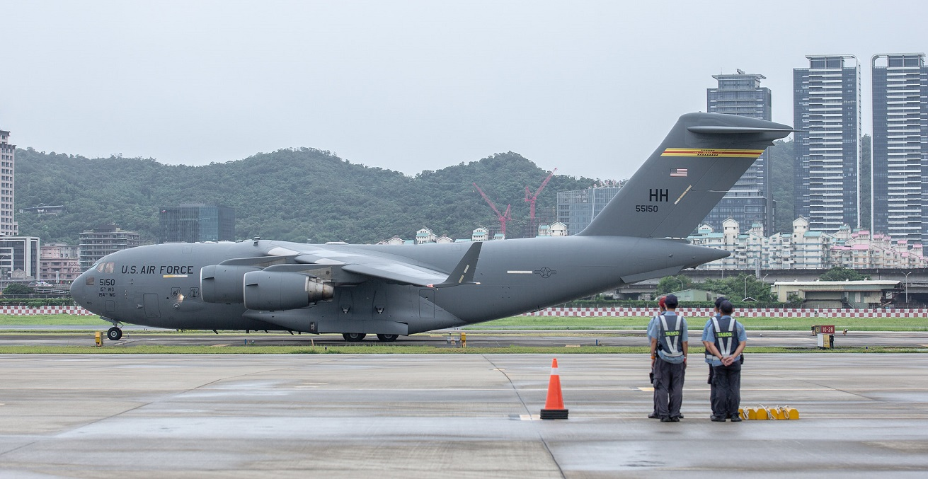 A US Air Force plane carrying a US Senate delegation arrives in Taiwan. Source: Wang Yu Ching/Office of the President of Taiwan https://bit.ly/3AQYoOM