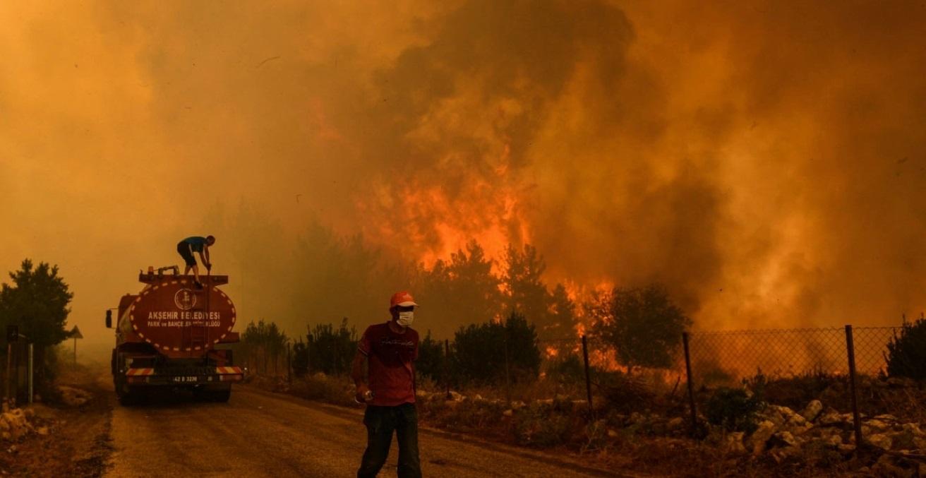 Wildfires devastate Greece on August 7, 2021. Source: Felton Davis https://bit.ly/3xG4eAA